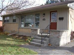 Modern Bluevale Single Family Central Waterloo Home for rent