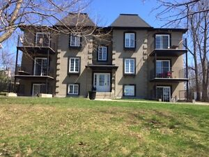 Large 2 Bedroom Condo–Ile Bizard, West Island -Grand condo 41/2