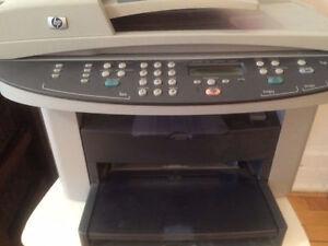 PAS CHER! Imprimante-photocopieuse laser (HP LaserJet3030)