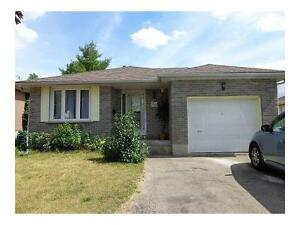 GORGEOUS BUNGALOW-3 BDRMS,S.STEEL APPLIANCES,HARDWOOD-KITCHENER