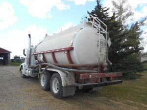International 9400 water truck with fiberglass tank Regina Regina Area image 11