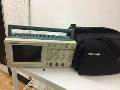 Tektronix Tds210 60mhz Digital Oscilloscope With Carrying Case And Manual