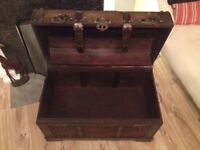 Wood and wicker trunk/ottoman/chest
