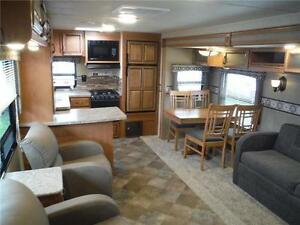 2016 Puma 30RKSS Rear Kitchen Travel Trailer with Slide Stratford Kitchener Area image 20