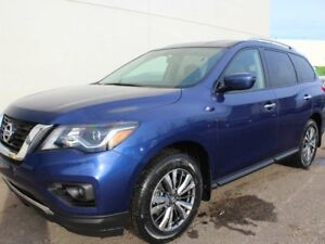 2018 Nissan Pathfinder SV TECH: Navigation, Heated seats, Heated