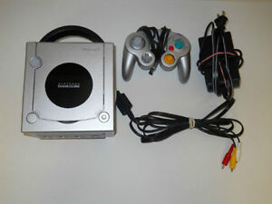 *****CONSOLE NINTENDO GAMECUBE A VENDRE / NINTENDO GAMECUBE SYSTEM FOR SALE*****