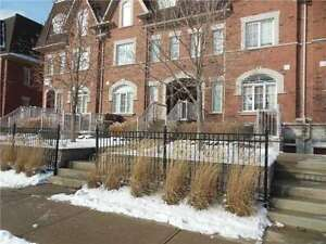 Beautiful 2 Bedroom Townhouse For Rent in Cooksville!!!