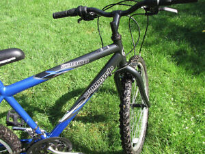 Kids Supercycle  Like brand new. 8 years-up London Ontario image 3
