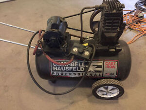 20 gallon air compressor (Campbell Hausfeld)Qà