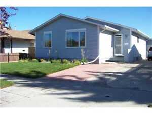 Renoed Upper Level | 3 BR 1.5 BTH | 15M to Downtown | Bus Routes