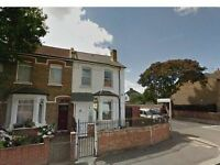 2 bedroom flat in Cambridge Road, Hounslow, TW4