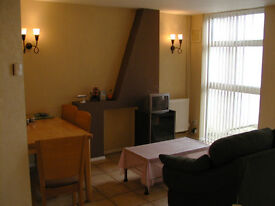 Leicester, double 280pm, dep 20, males only, no dss, avail now, all bills and wifi incl,
