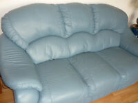 leather 3 piece suite 2 chairs 3 seat sofa very good condition
