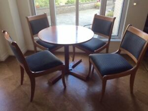 Kitchen Table/ Breakfast Table & 4 chairs
