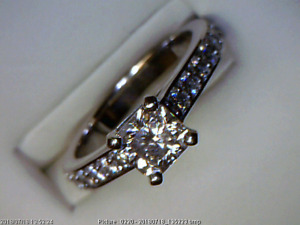 Beautiful 14kt white gold diamond engagement ring