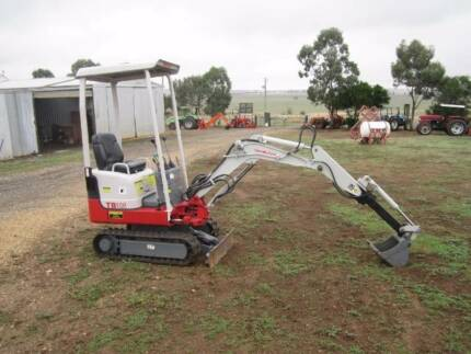 TAKEUCHI EXCAVATOR TB108 3 BUCKETS, HYD EXTENDABLE DIPPER ARM