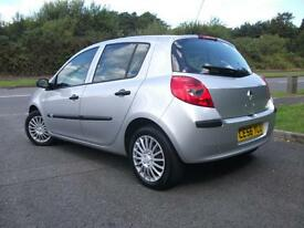 RENAULT CLIO 1.4 EXPRESSION 16V 5d 98 BHP (silver) 2006