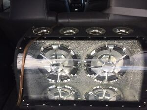 enclosed 2 subwoofers with rockford fosgate punch