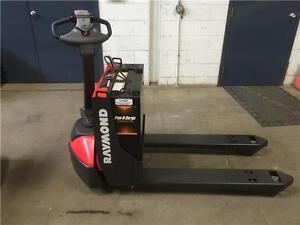 Raymond Modèle 8210  Transpalette électrique / chariot élévateur