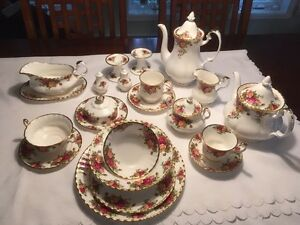 Set de vaisselle Royal Albert Old Country Roses