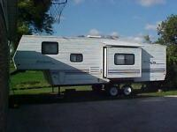 2000 Wildwood Lite with Tip out and Bunks