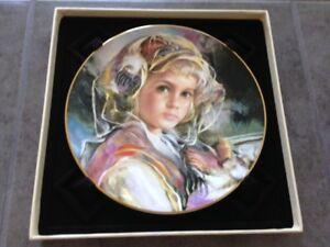"Royal Doulton ""Juliana"" Francisco Masseria Gold Rim Plate"