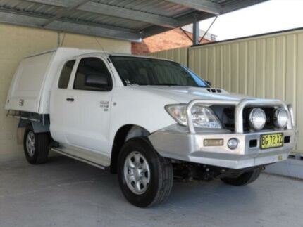 2010 Toyota Hilux KUN26R MY11 Upgrade SR (4x4) White 5 Speed Manual Extracab Condell Park Bankstown Area Preview