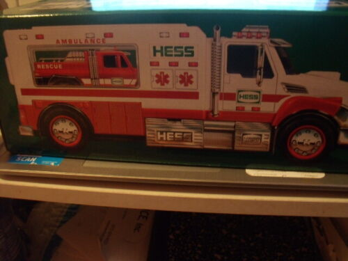 2020 HESS AMBULANCE & RESCUE TRUCK    SOLD OUT FROM HESS    BOX DAMAGE