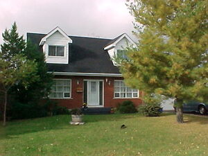 90 Cambridge Cres - Cape Cod with in ground pool!
