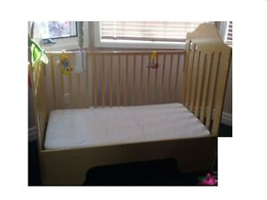 3 in 1 Crib/Toddler bed with mattress and sheet  included