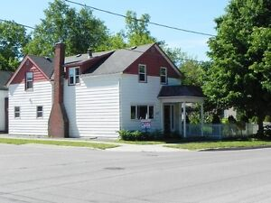 1 Block to Beach, Harbour and downtown Kincardine