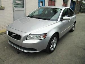 2008 Volvo S40 2.4L Manual/Heated seats/ Very very clean.