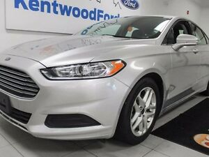 2016 Ford Fusion SE with keyless entry and a back up cam! Make l