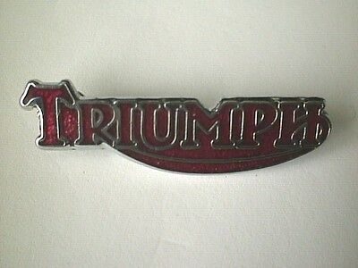 MOTORCYCLE PIN BADGE 'TRIUMPH SCRIPT' RED MOTORBIKE LAPEL BADGE - BG47F