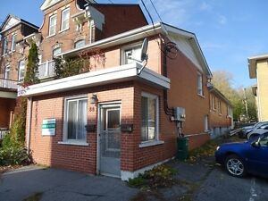 ROOMS FOR RENT DOWNTOWN CLOSE TO QUEEN'S - 88-B Wellington St
