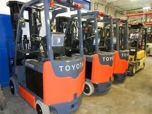 chariots élévateurs 2012 Toyota 4 sections forklifts
