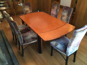 Moving Rush sale !!!! Extendable Dining table with 6 chairs