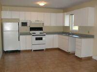 2 bedrooms Heat & Lights uncl close to Champlain Mall