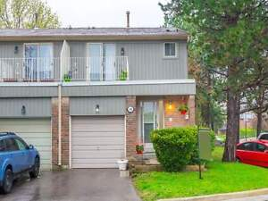 Spacious End-Unit Home With 3 Bedroom In Fairview X4803713 MA22