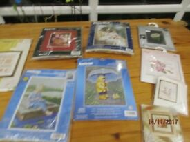 A COLLECTION OF CROSSSTICH PICTURES AND A LARGE LOT OF LEAFLETS AND PATTERNS