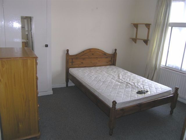 AVAILABLE NICE CHEAP 3 Bed Flat in Birkenhead Avenue, Kingston, London, KT2!!