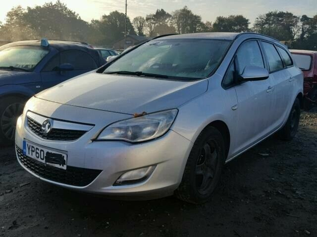 00f2df454bb Breaking 2011 VAUXHALL ASTRA J ESTATE SOVEREIGN SILVER 1.7 FOR PARTS SPARES
