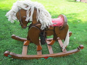 cheval bercant antique tres gros