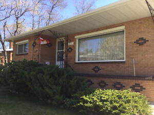 Large Bungalow Located In Pleasantview For Rent