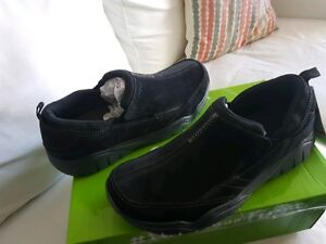 Crocs Swiftwater Leather Moc. Size 9 -10 NEW in box