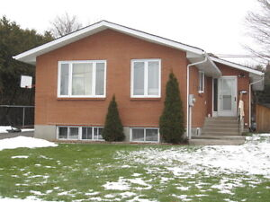 Upper 3 bedroom unit in Newmarket for $1595 inclusive!!