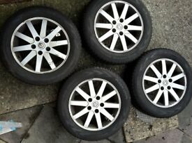 205 60 16 Nokian WR D4 Winter tyres (on Nissan alloys)