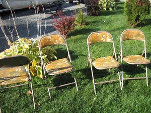 4 chaises pliantes avec table