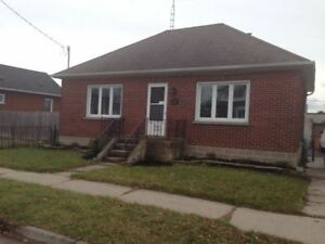2 Bdrm Detached Brick Raised-Bungalow In Central Oshawa