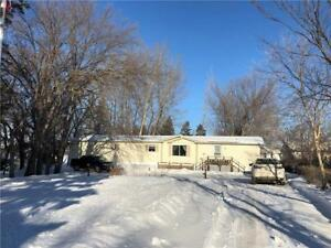 Well Maintained 3 BR Mobile Home in Shoal Lake!